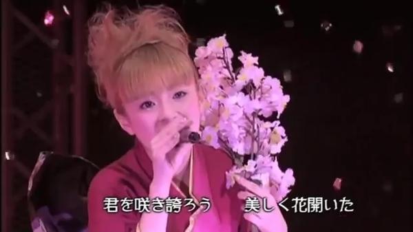 浜崎あゆみ 22歳 Vogue.mp4_000032014.jpg
